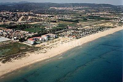 Playa costa daurada en roda de bar tarragona for Apartamentos jardin playa larga tarragona