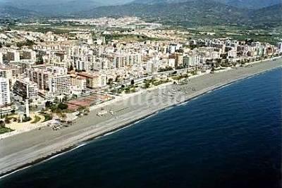 Playa torre del mar la caleta en v lez m laga m laga apartamentos y casas de vacaciones - Casas embargadas en el puerto de la torre malaga ...