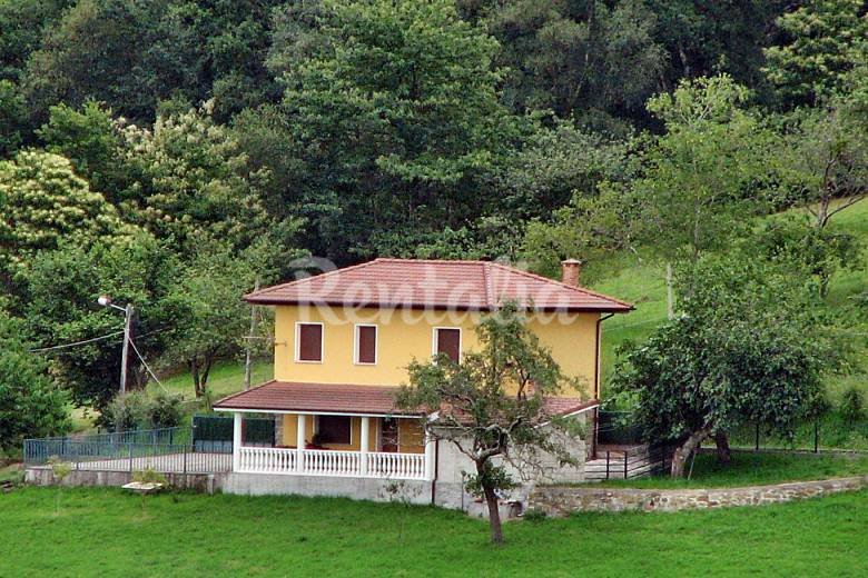 Casa de 3 habitaciones con jard n privado llames de for Casa jardin asturias