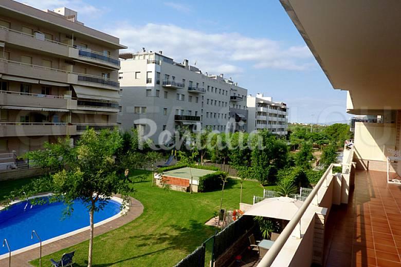 Apartamento en alquiler a 300 m de la playa salou for Apartamentos jardin playa larga tarragona