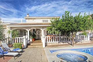 Luxury private villa with large swimming pool Tarragona