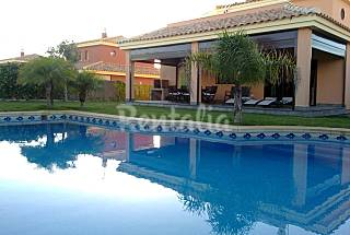 Luxury villa with private pool 100m from the beach Cádiz