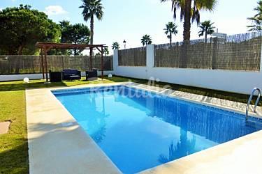 Villa la loma piscina privada cerca de la playa la for Piscinas chiclana