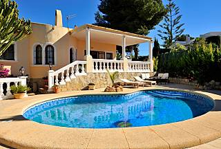 Villa with 4 bedrooms only 1500 meters from the beach Alicante