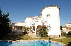 Villa with 3 bedrooms only 800 meters from the beach Girona