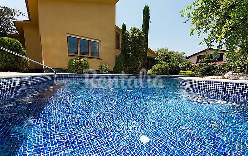 Villa pour 8 personnes avec piscine sant esteve de for Villa barcelone avec piscine