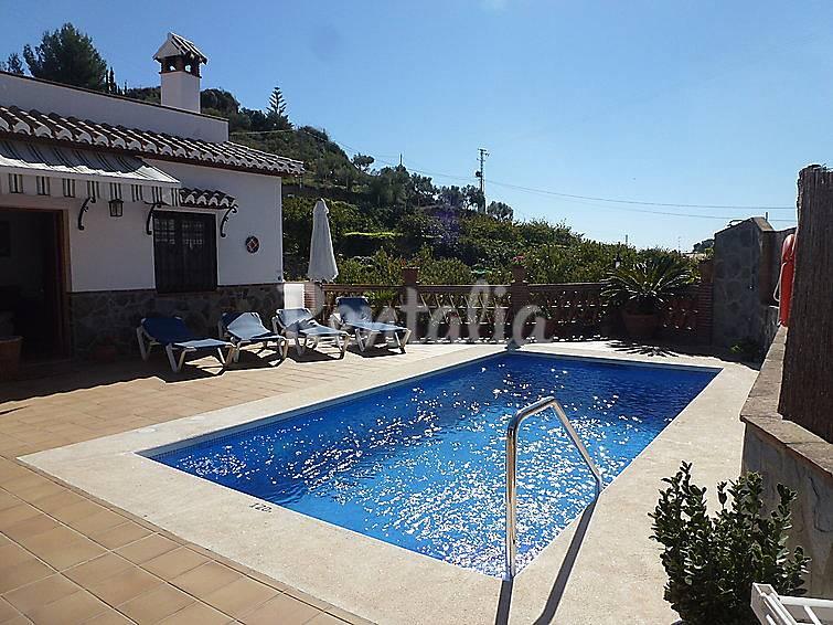 Villa para 4 personas con piscina frigiliana m laga la for Piscina publica malaga