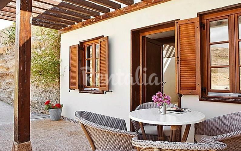 Casa para 2 personas con piscina la florida candelaria for Inmobiliaria 7 islas candelaria