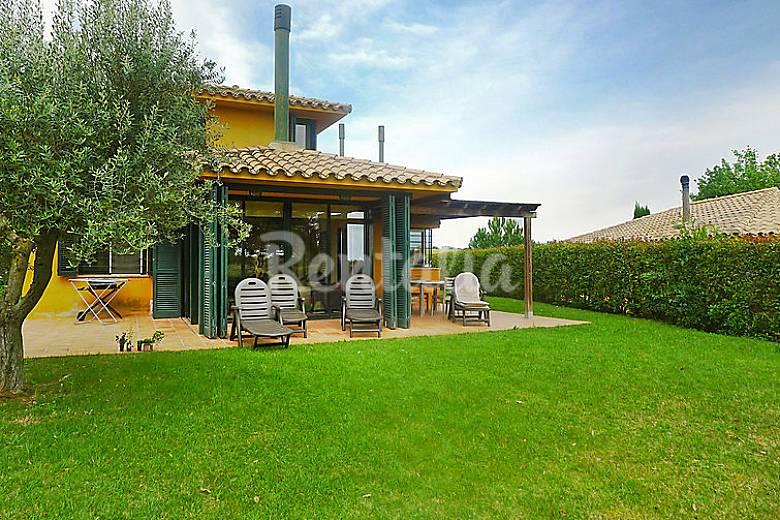 Villa en alquiler con piscina navata girona gerona for Piscina en catalan