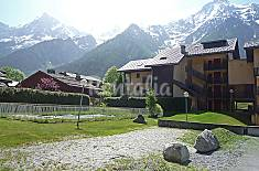 Apartment for 4 people with swimming pool Upper Savoy