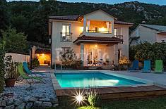 Villa for rent 4.5 km from the beach Primorje-Gorski Kotar