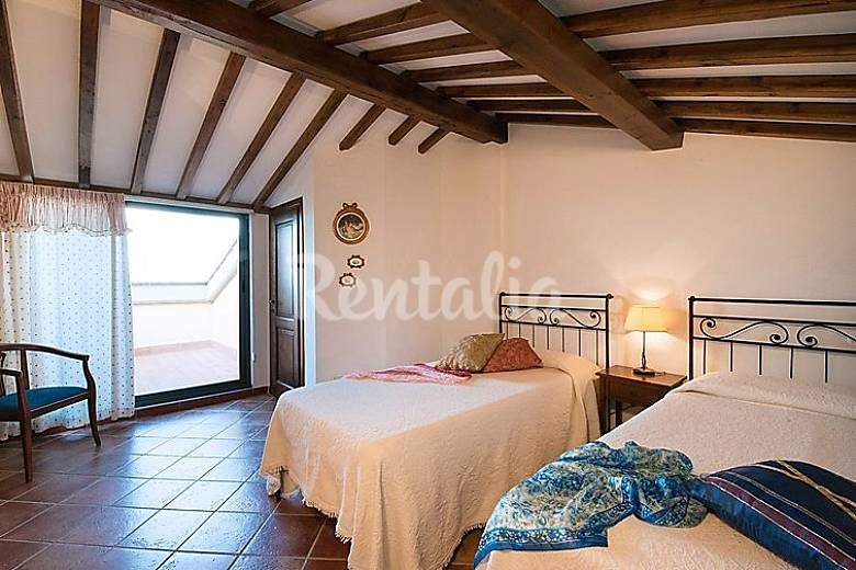 Apartment for 6 people with swimming pool Siena