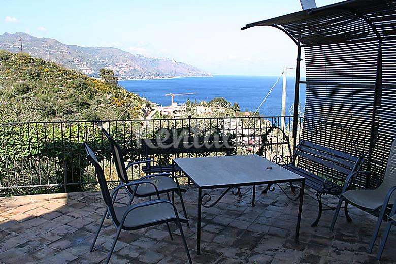 Apartment for 8 people only 500 meters from the beach Messina