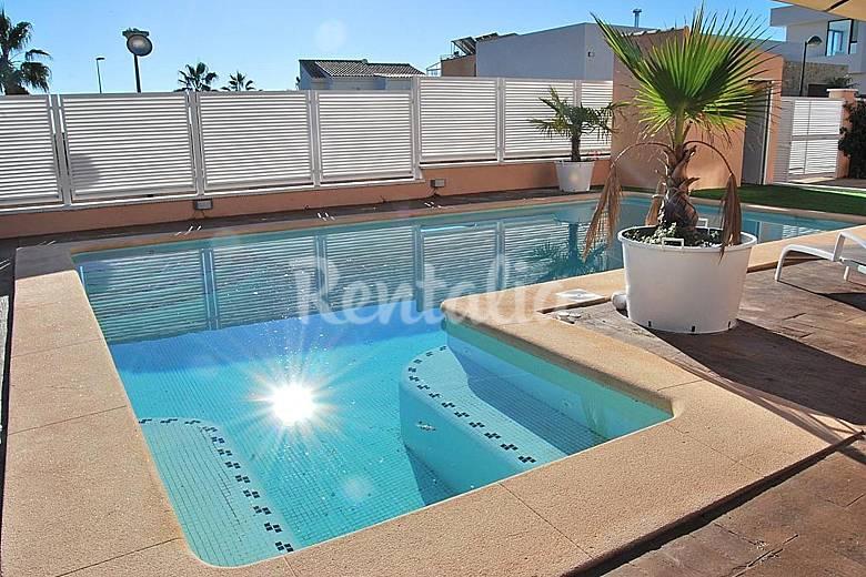 Hermosa villa con piscina cerca de valencia ll ria for Piscinas publicas valencia