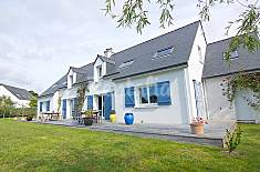 Villa for 16 people 2.4 km from the beach Morbihan