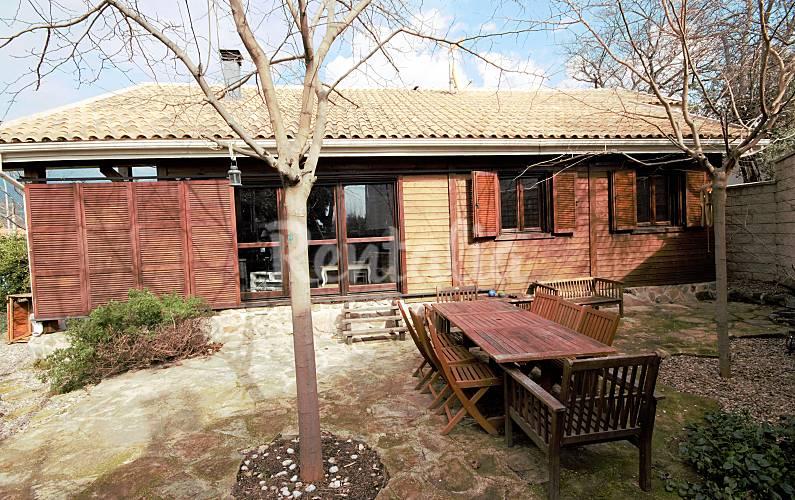 Villa en alquiler en la adrada la adrada vila valle for Alquiler estufas exterior