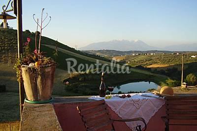 Casale singola abitazione,giardino, 15 km dal mare Pescara
