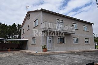 Private house only 200 m. from the beach.20people Pontevedra