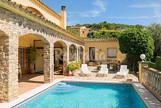 Large house with private pool and beautiful views Girona