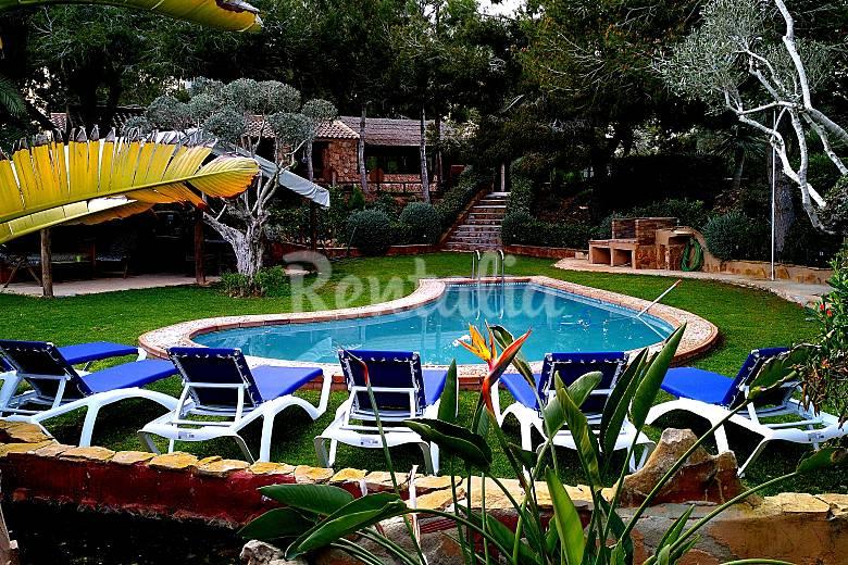 Casa rural con piscina cerca de la playa pilar de la for Casa rural catalunya piscina