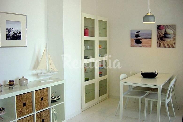 Apartamento alquiler a 100 m de la playa 2 4 pers son for Decorar apartamento playa