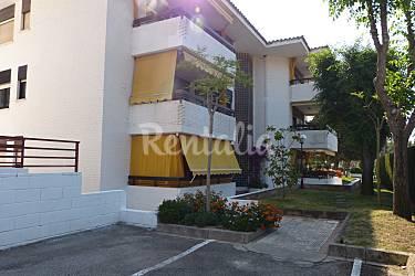 Apartamento de 4 habitaciones a 200 m de la playa cala for Apartamentos jardin playa larga tarragona