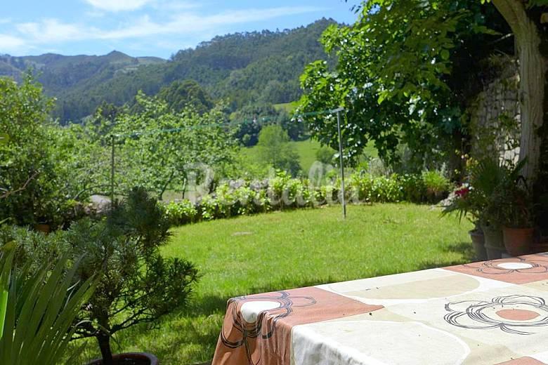 Casa para 4 personas a 2 5 km de la playa torre for Casa jardin asturias