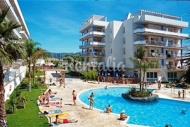 Bonitos apartamentos con piscina junto a la playa roses - Piscina devesa girona ...