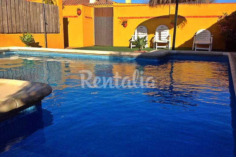 Casa loli a 2 km de la playa piscina privada conil de la for Piscina privada para dos
