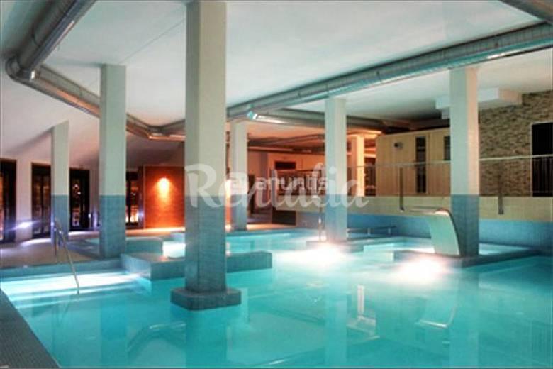 Apartamento con spa alquiler a 1500 m de la playa san for Piscina municipal lugo