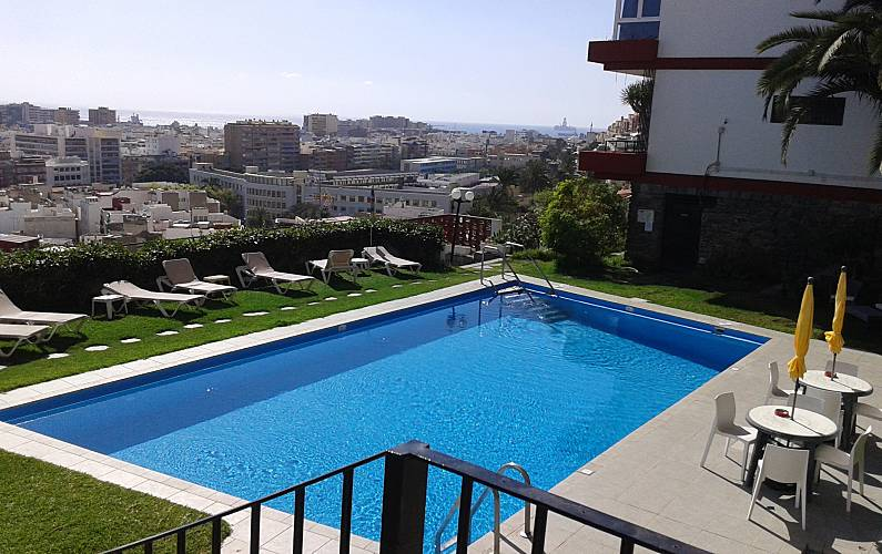Apto con piscina y vistas a la ciudad y al mar las palmas de gran canaria gran canaria - Piscina las palmas de gran canaria ...