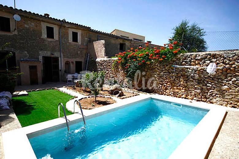 Pintoresca casa t pica mallorquina con piscina biniali for Casas vacacionales con piscina