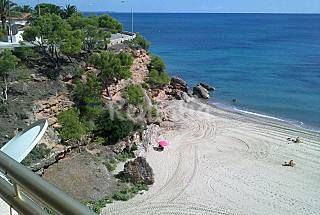 Apartment with 2 bedrooms on the beach front line Tarragona