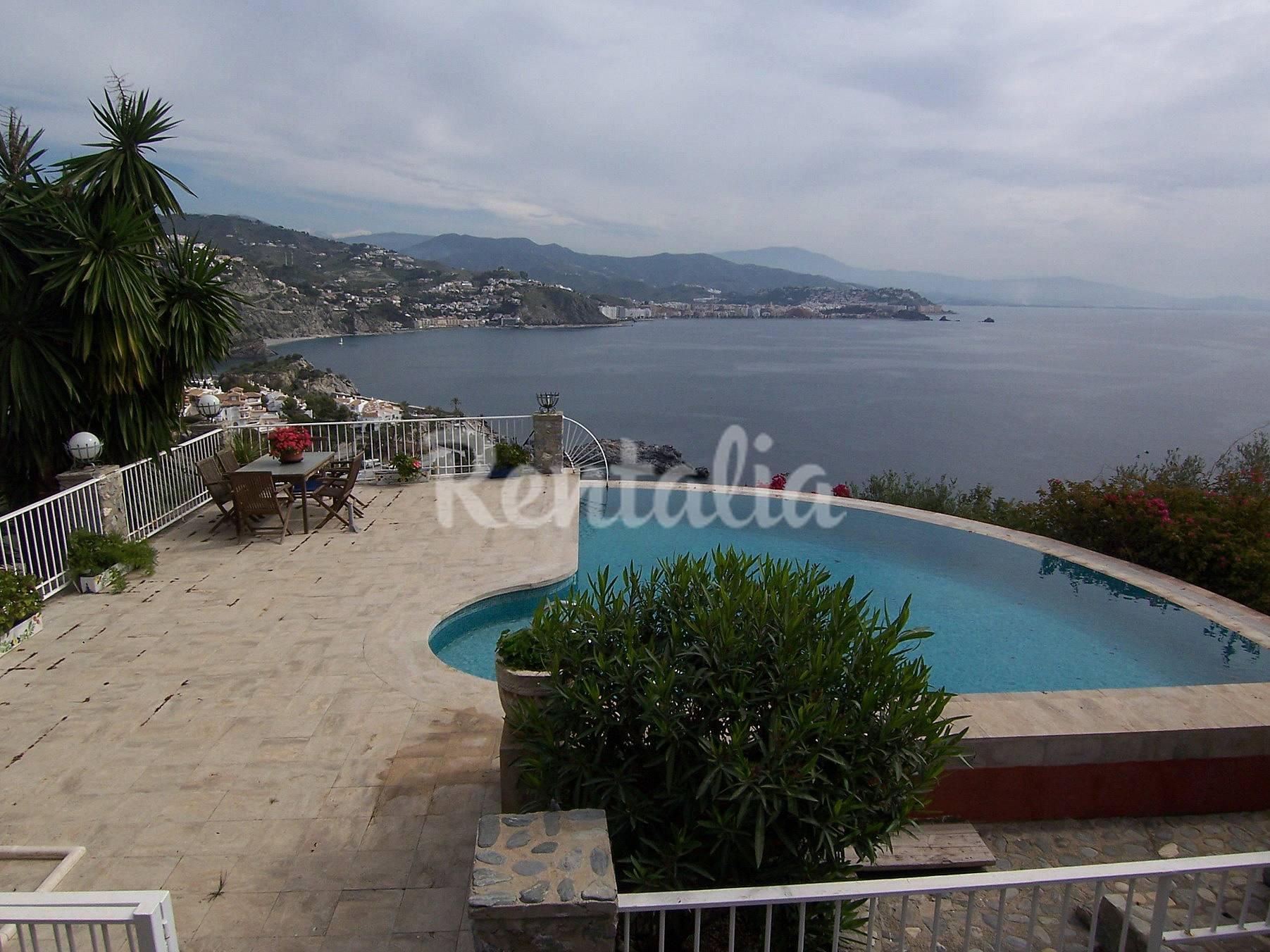 Gran villa con piscina en punta de la mona la herradura for Piscina publica alhendin granada