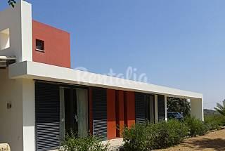 Villa with swimming pool 4 km from the beach Algarve-Faro