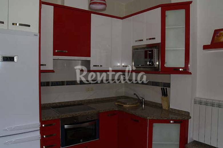 Apartamento para 2 3 personas a 200 m de la playa o for Cocina 3 metros pared