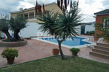 Casa con piscina y barbacoa cerca de la playa las for Casas con piscina en malaga