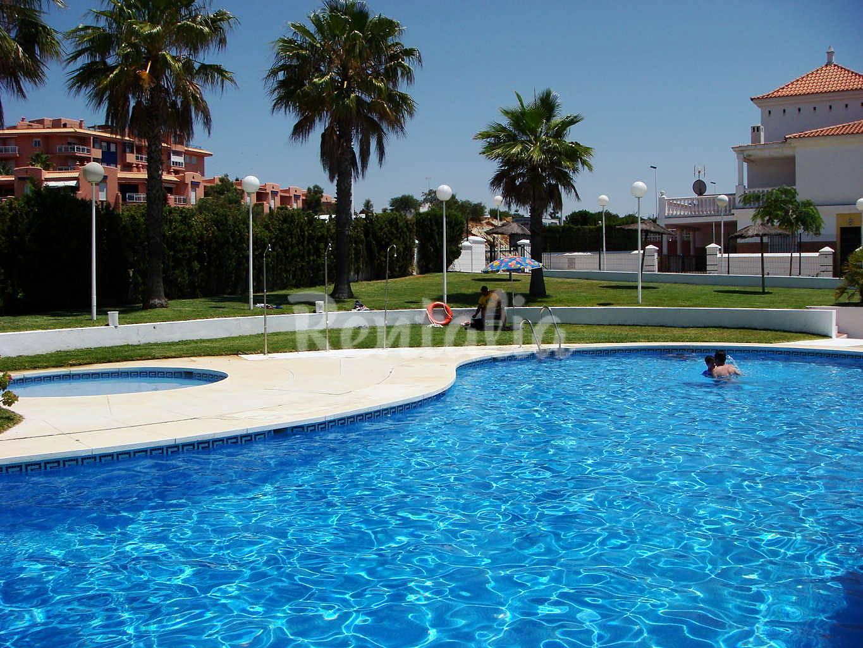 Maison en location 300 m de la plage islantilla i - Rentalia islantilla ...