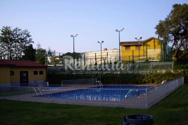 Atico abuardillado con piscina llanes asturias camino for Piscinas asturias