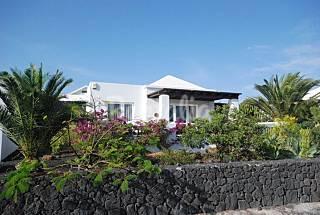 Preciosa villa. Vistas. Camina a la playa.2/4 pax Lanzarote