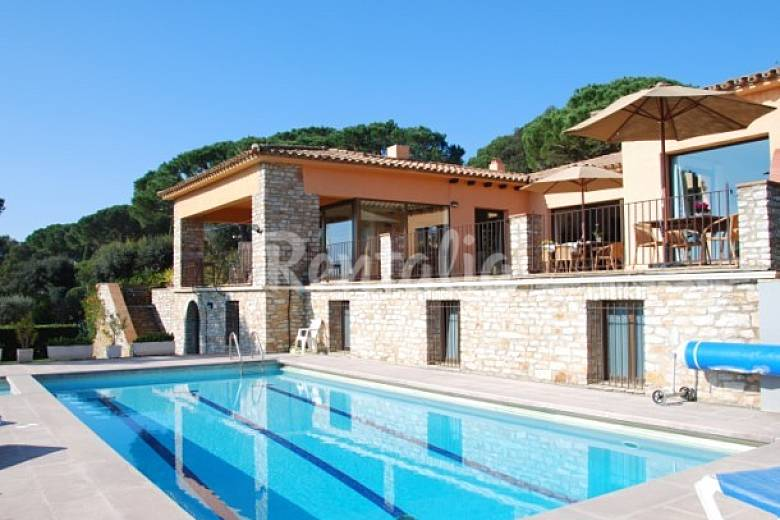 Apartment for 10 people in esclanya esclanya begur for Villa en espagne a louer avec piscine