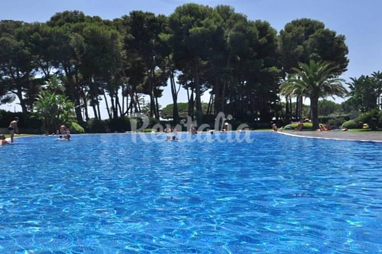 Casa adosada gimnasio p del jacuzzi 4 piscinas for Gimnasio tarragona