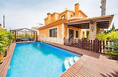 Villa con tres dormitorios y una piscina privada en Los Balcones! Alicante