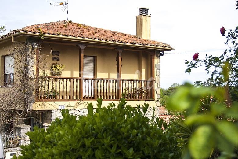 Casa en pancar de llanes con 2000 metros de jardin for Casa jardin asturias