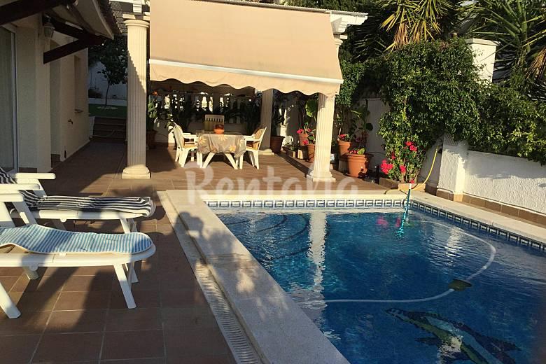 Villa de 5 habitaciones y piscina sitges vilanova mas d for Piscina sant pere de ribes