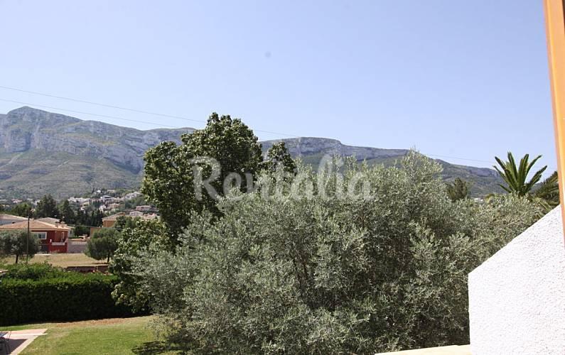 Bungalow con jardin y piscina a un paso de denia d nia for Jardin 935 bahia blanca
