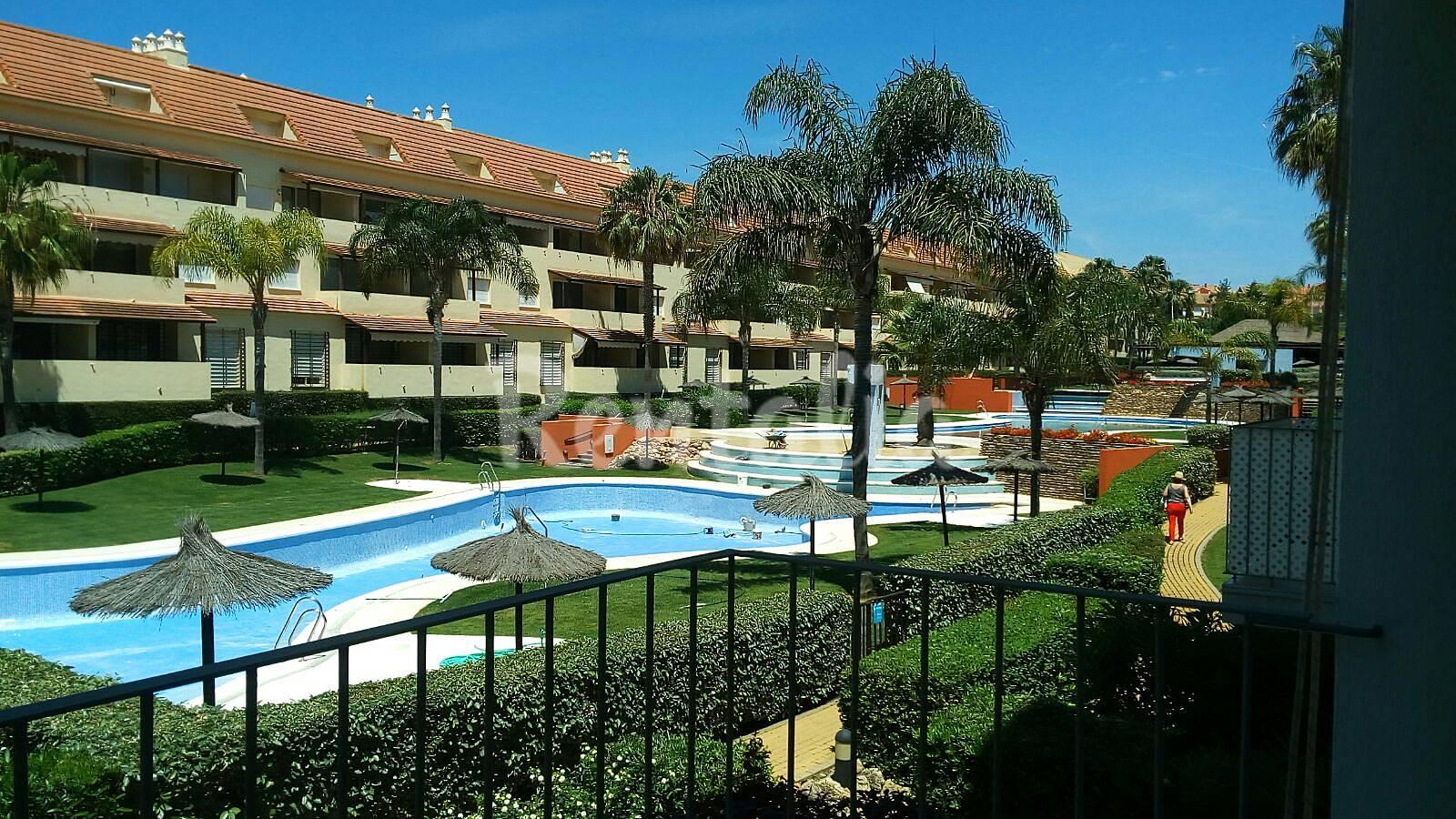 Apartamento en alquiler a 290 m de la playa islantilla i - Rentalia islantilla ...