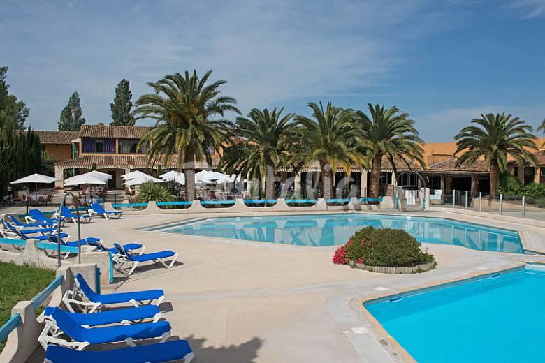 Appartamento per 4 persone con piscina fourques gard - Del taglia piscine opinioni ...