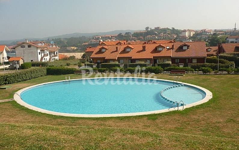 Jard n individual piscina 99 mts play comillas for Piscina jardin norte