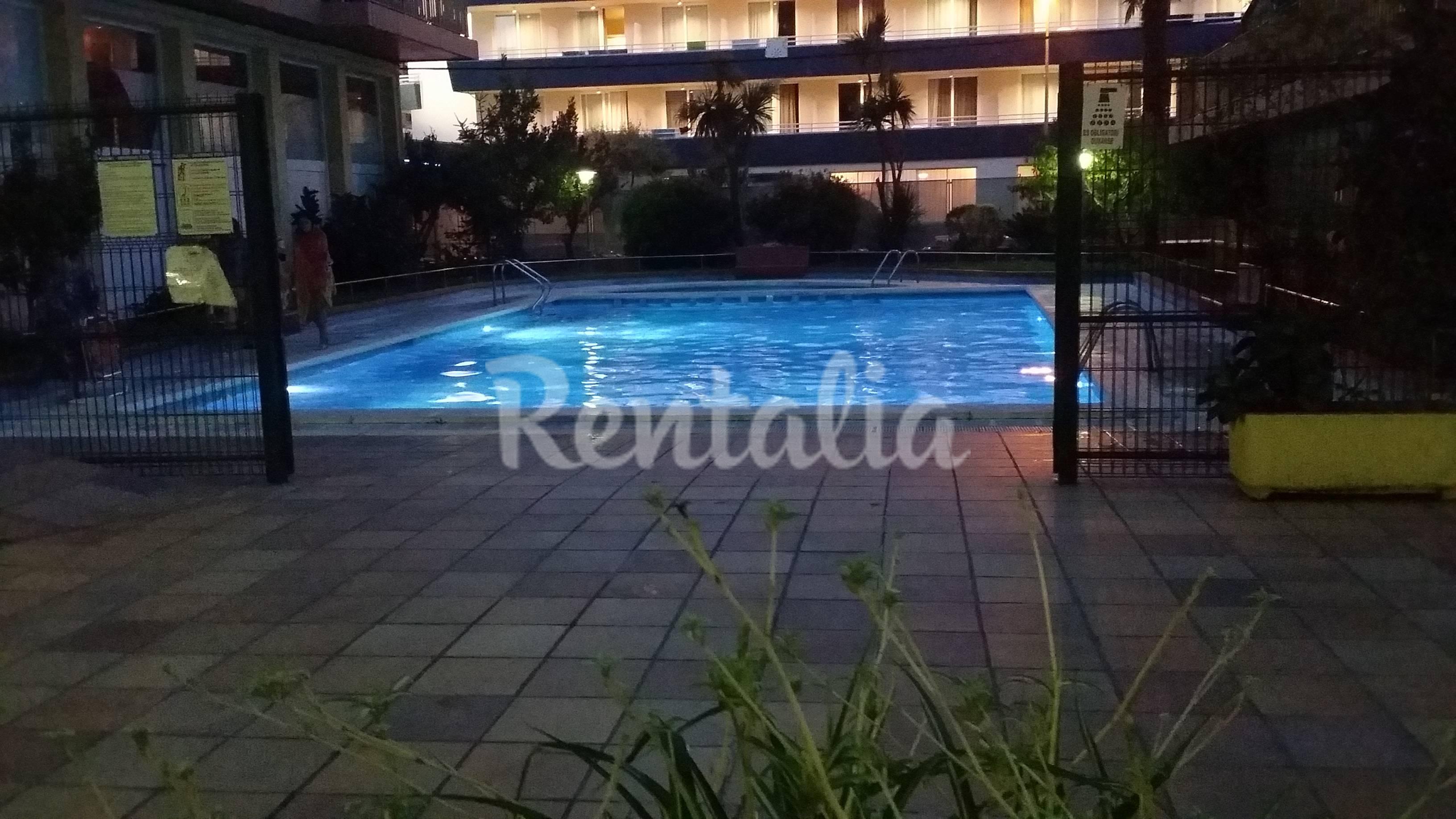 Apartamento con piscina a 5 minutos de la playa lloret for Hoteles en lloret de mar con piscina climatizada